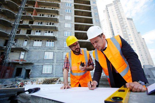 kierownik budowy architekt czy konstruktor